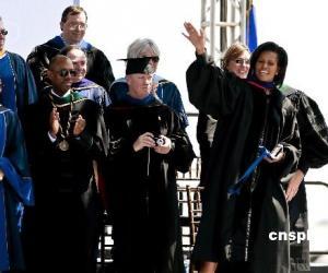 华裔学生成功邀请美国第一夫人出席毕业典礼(图)